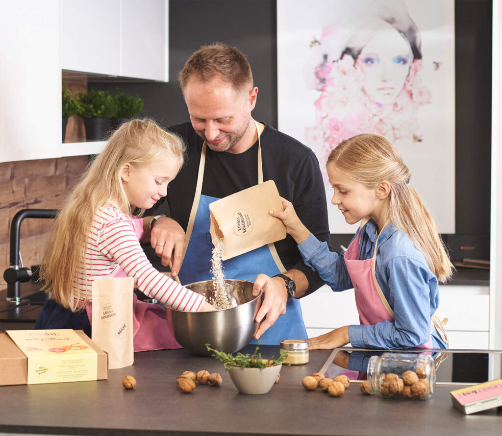 Kinder-und-Papa-Backen-Kostbar-Riegel